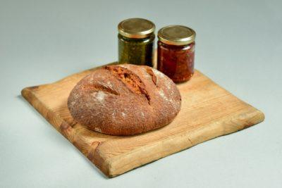 ערכת לחם ושני ממרחים