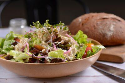 סלט יווני של המסעדה שלנו