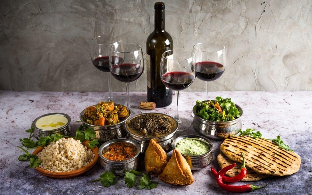 ארוחה הודית משפחתית