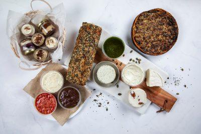 מארז גבינות טבעוניות חגיגי למרכז שולחן