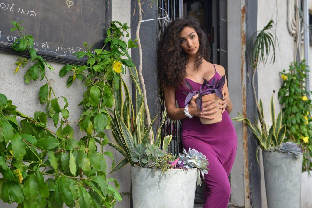 חנות צמחים קטנה ומטריפה של אליסון